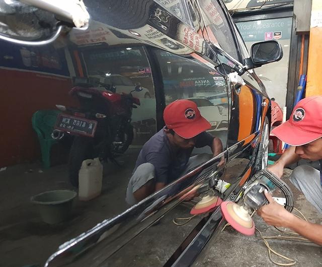 Proses Poles Sebelum Coating AutoTriz di mobil Peugeot 307SW