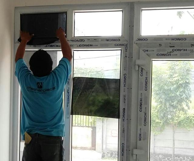 Proses Pemasangan Kaca Film Ruko Tiang bendera 7 Tambora Jakarta Barat