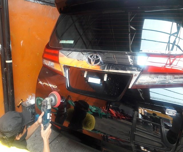 Proses Poles sebelum Coating Auto Triz Mobil All New Alphard