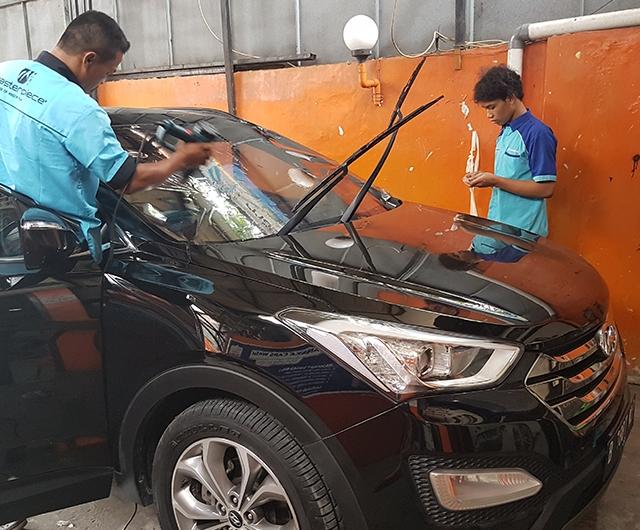 Proses Pemanasan Kaca Film sebelum terpasang di Mobil  Hyundai santa fee