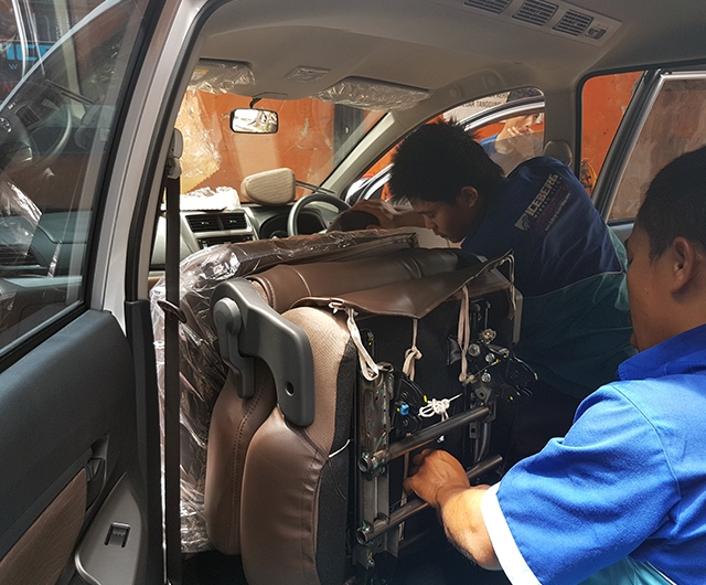 Proses Pemasangan Sarung Jok Mobil Avanza