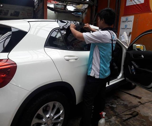 Proses Mall Kaca Film sebelum dipasang di mobil Mercy CLA-200