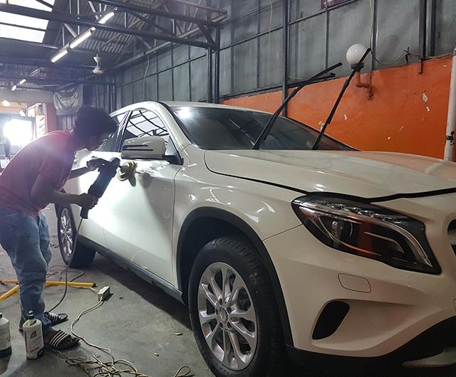 Proses Poles sebelum Coating AutoTriz di mobil Mercy CLA-200